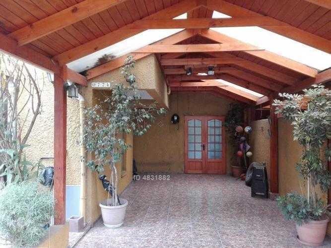hermosa casa av. tres poniente / silva carvallo