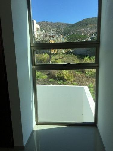 hermosa casa con 190 m2 de construcción tres recamaras, dos y medio baños, closets,