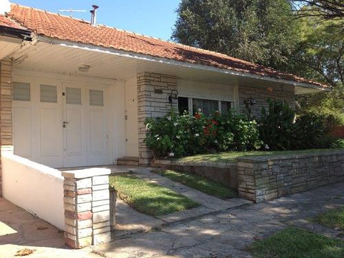 hermosa casa con 4 ambientes con dependencia y garage