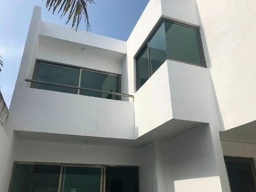 hermosa casa con acabados de lujo a 5min. de plaza americas