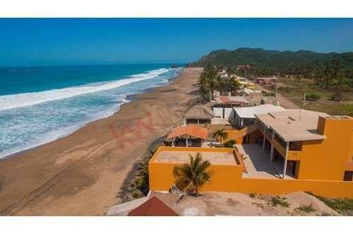 hermosa casa con acceso a playa