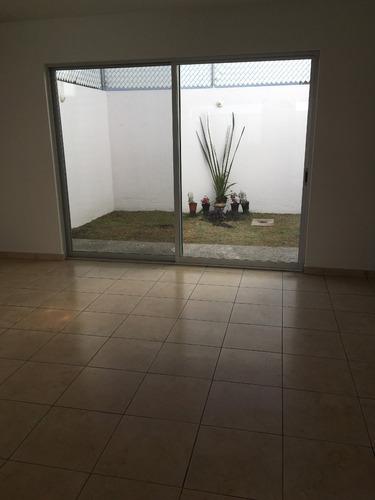 hermosa casa con amplios espacios, uso de suelo mixto
