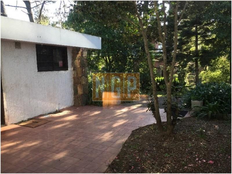 hermosa casa con buen parque-ref:25996
