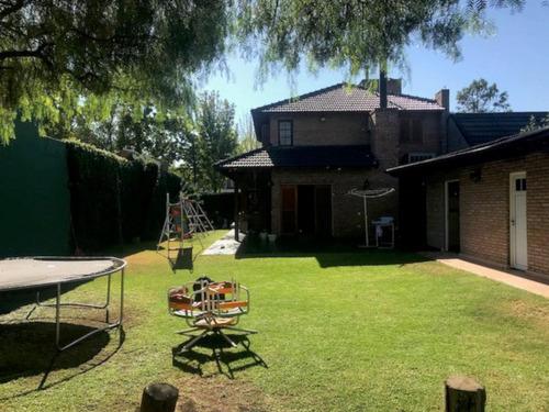 hermosa casa con gran jardín en fisherton