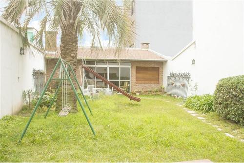 hermosa casa con jardin quincho y cochera