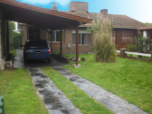 hermosa casa con parque en villa gesell a 100mts del mar