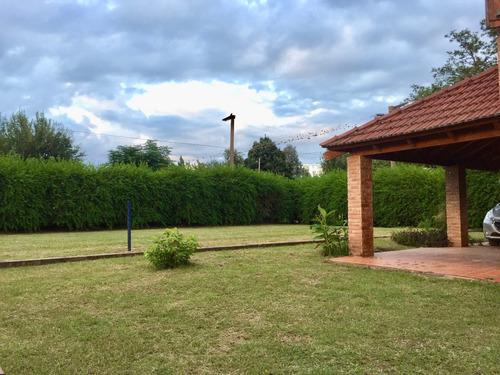 hermosa casa con pileta y parque en carlos paz