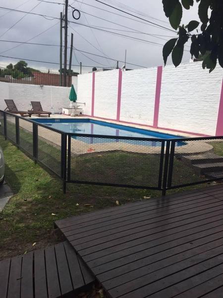 hermosa casa con piscina. apta crédito bancario.