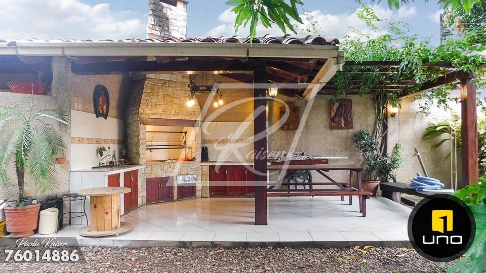 hermosa casa con piscina sobre avenida en venta