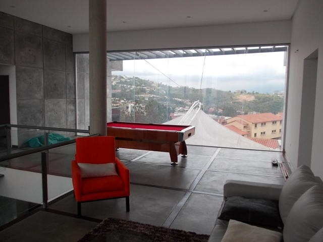 hermosa casa con piscina y anexo de 50 mts2