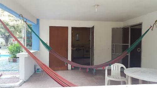 hermosa casa con salon de fiestas y local comercial a.v