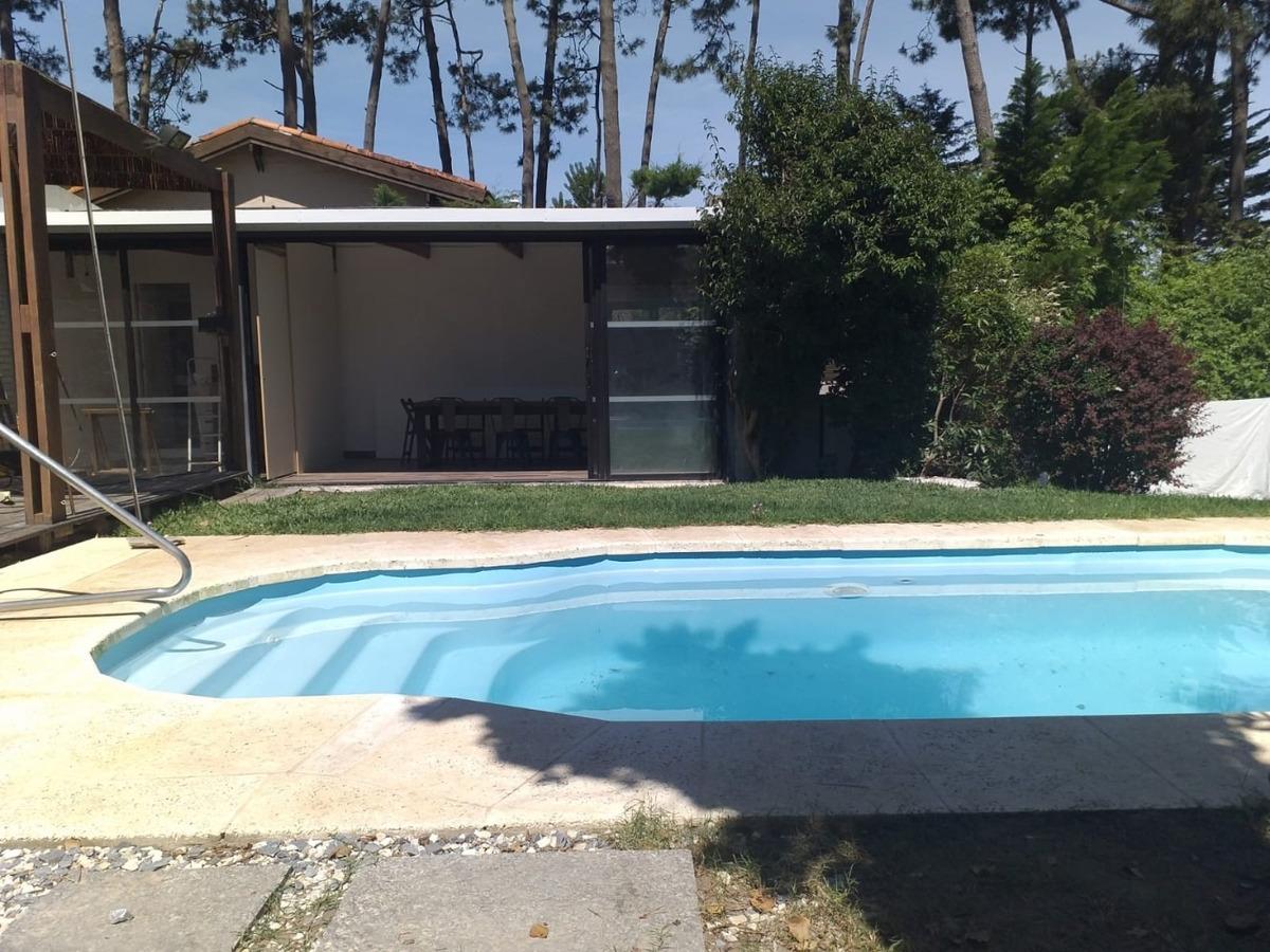 hermosa casa c/piscina pinares punta del este. cerca del mar