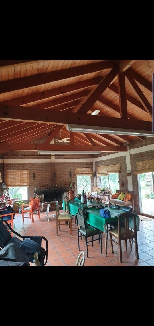 hermosa casa de 102m2 con amplio terreno de 2.6has en merlo