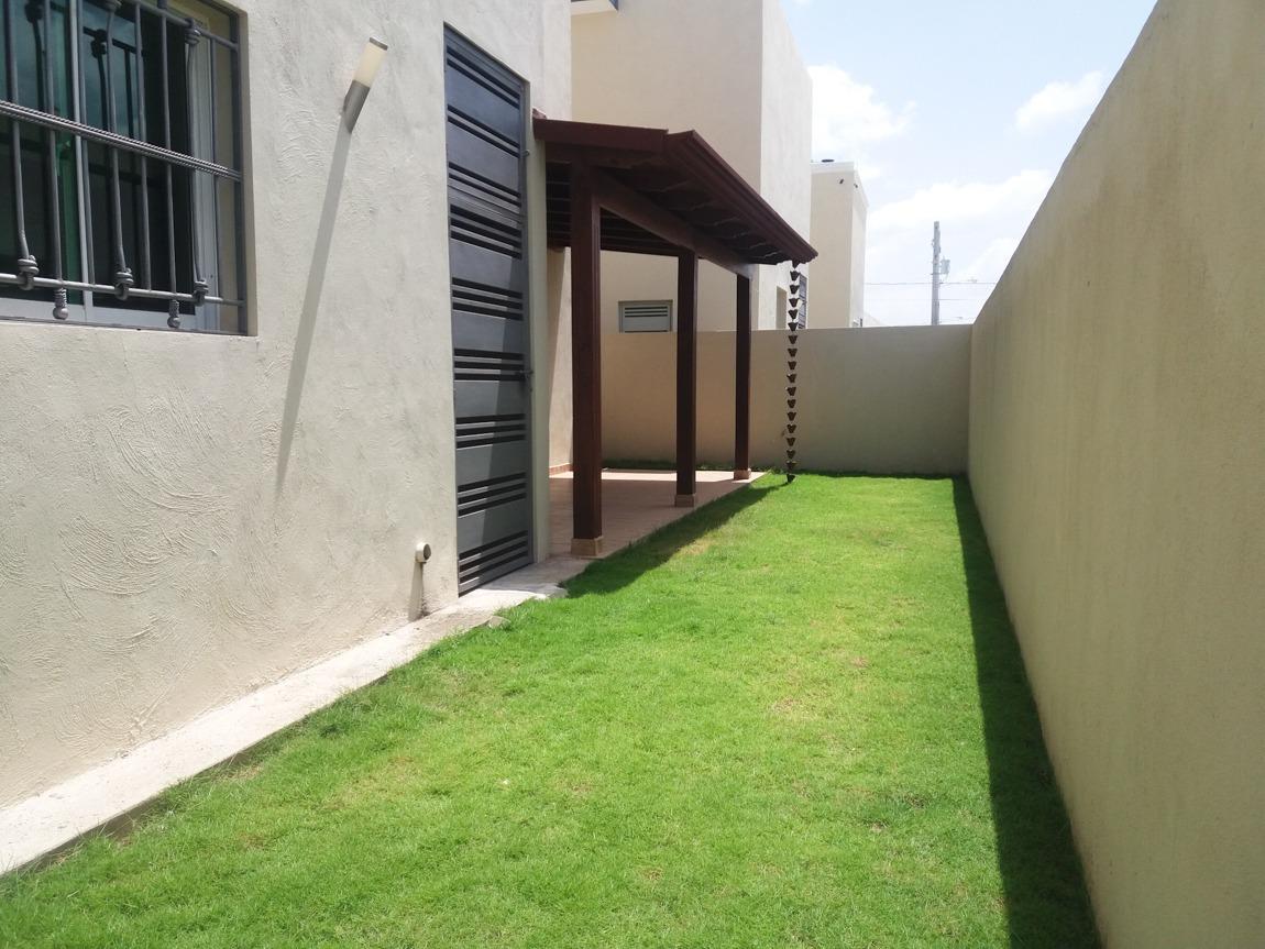 hermosa casa de 2 niveles en venta en residencial  cerrado