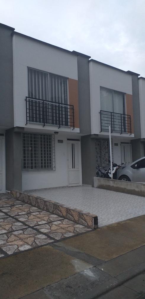hermosa casa de 3 habitaciones, 2 baños,sala comedor  palmar