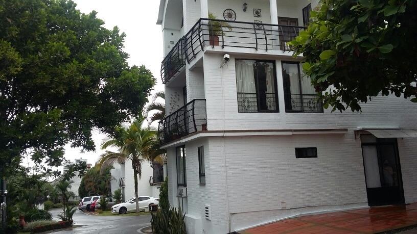 hermosa casa de 3 niveles, en conjunto cerrado