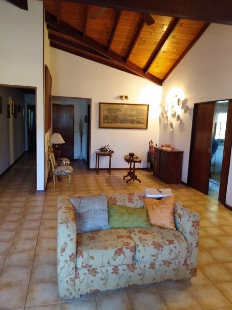 hermosa casa de 4 ambientes, en barrio mirasoles!!!!!!