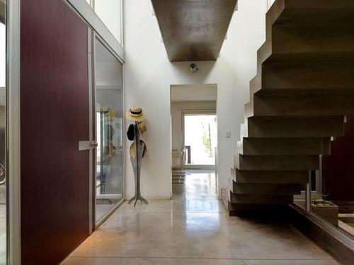 hermosa casa de 4 dormitorios en la mejor zona de alberdi