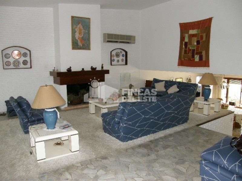 hermosa casa de 4 dormitorios y 5 baños a 200 metros del mar.- ref: 64