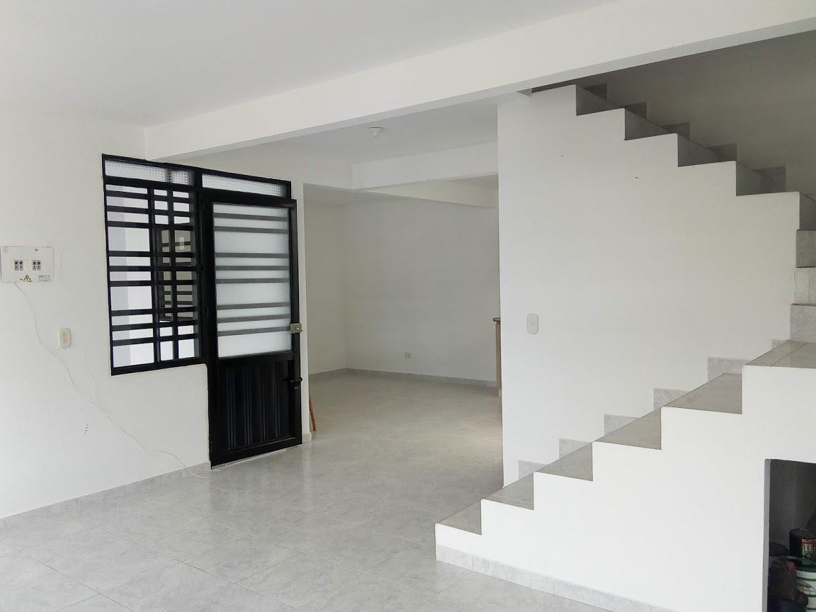 hermosa casa de dos niveles