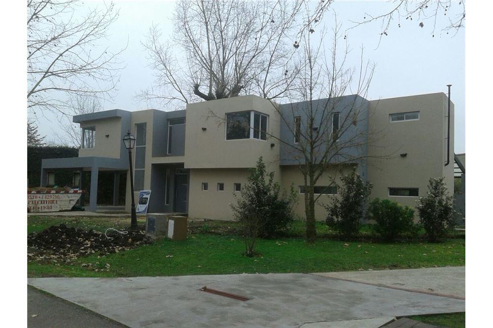 hermosa casa de dos plantas