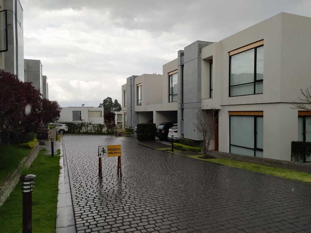 hermosa casa de renta en la vía intervalles