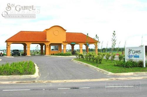 hermosa casa desarrollada en dos plantas ubicada en el barrio san gabriel