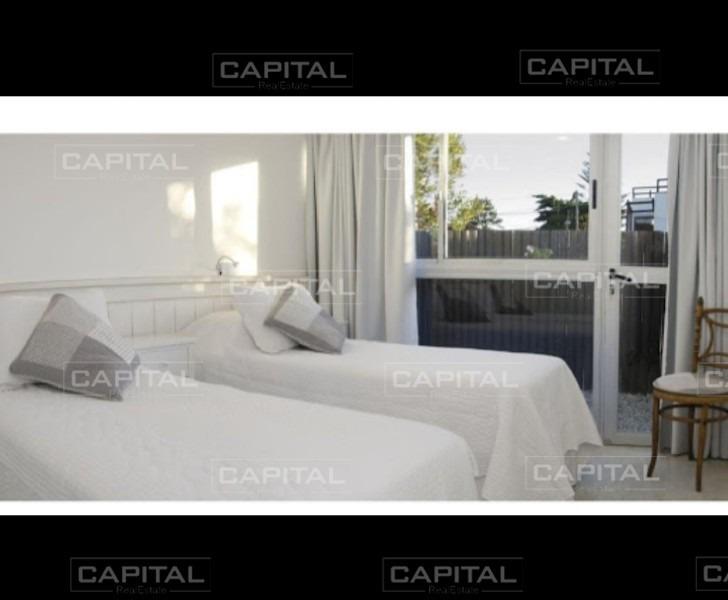 hermosa casa en 2 plantas con piscina y parrillero-ref:26534