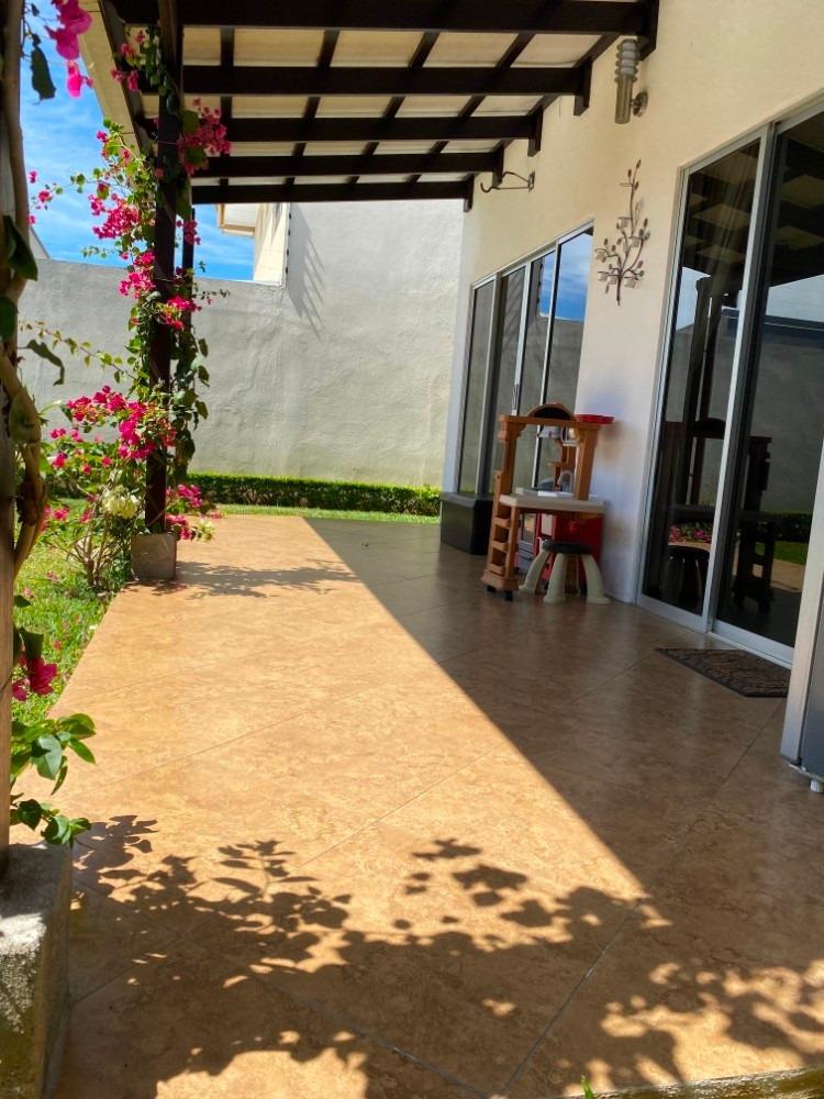 hermosa casa en alajuela