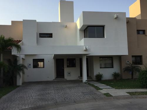 hermosa casa en alquiler condominio exclusivo la hacienda