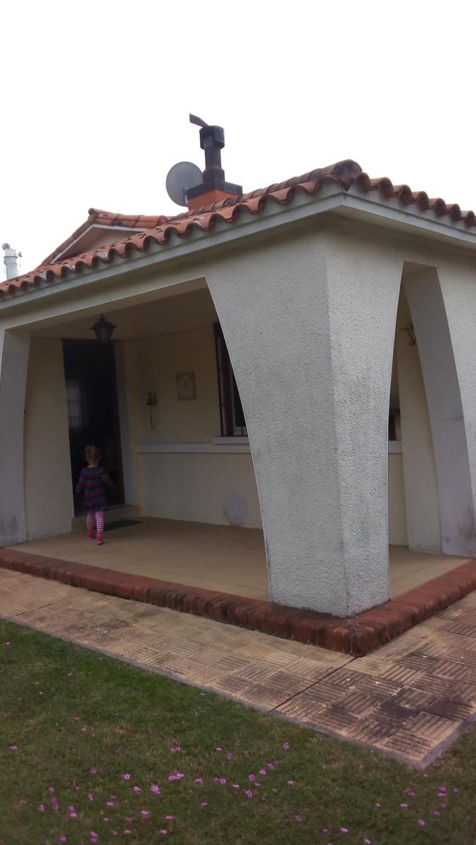 hermosa casa en atlantida sur a 4 cuadras de la  playa