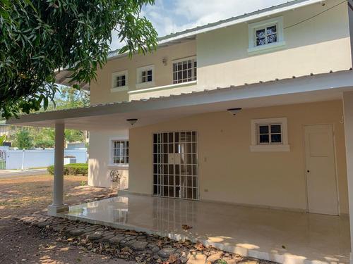 hermosa casa en balboa 3 recámaras remodelada $1350.00usd