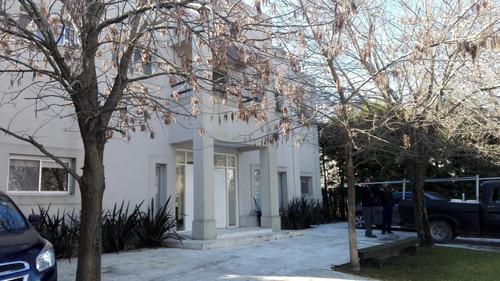 hermosa casa en barrio los ombues
