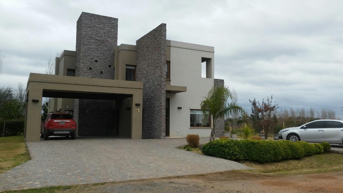 hermosa casa en barrio privado!!!