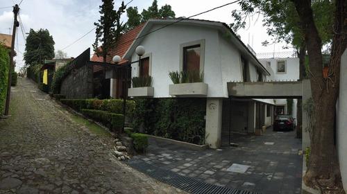 hermosa casa en calle cerrada por san jeronimo