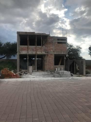 hermosa casa en cañadas del arroyo, jardín, 3 recamaras, estudio, premium !!