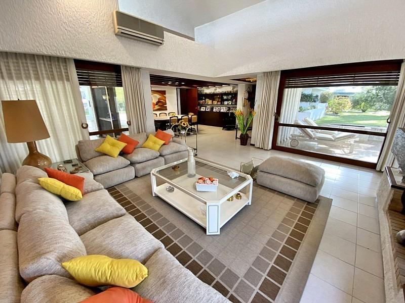 hermosa casa  en cantegril ideal para disfrutar todo el año!- ref: 11360
