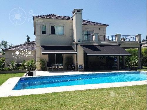 hermosa casa en centauro estilo clásica moderna!!!