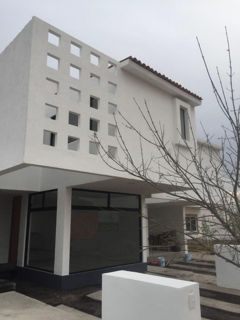 hermosa casa en ciudad maderas, 3 recamaras, 3.5 baños, estudio, roof garden !!