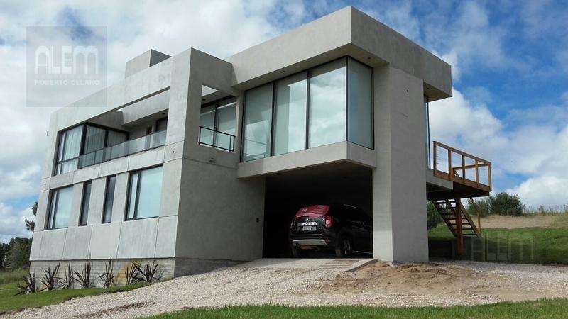 hermosa casa en costa esmeralda barrio cerrado