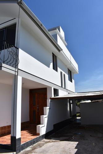 hermosa casa en cumbaya,urb. con ubicación privilegiada