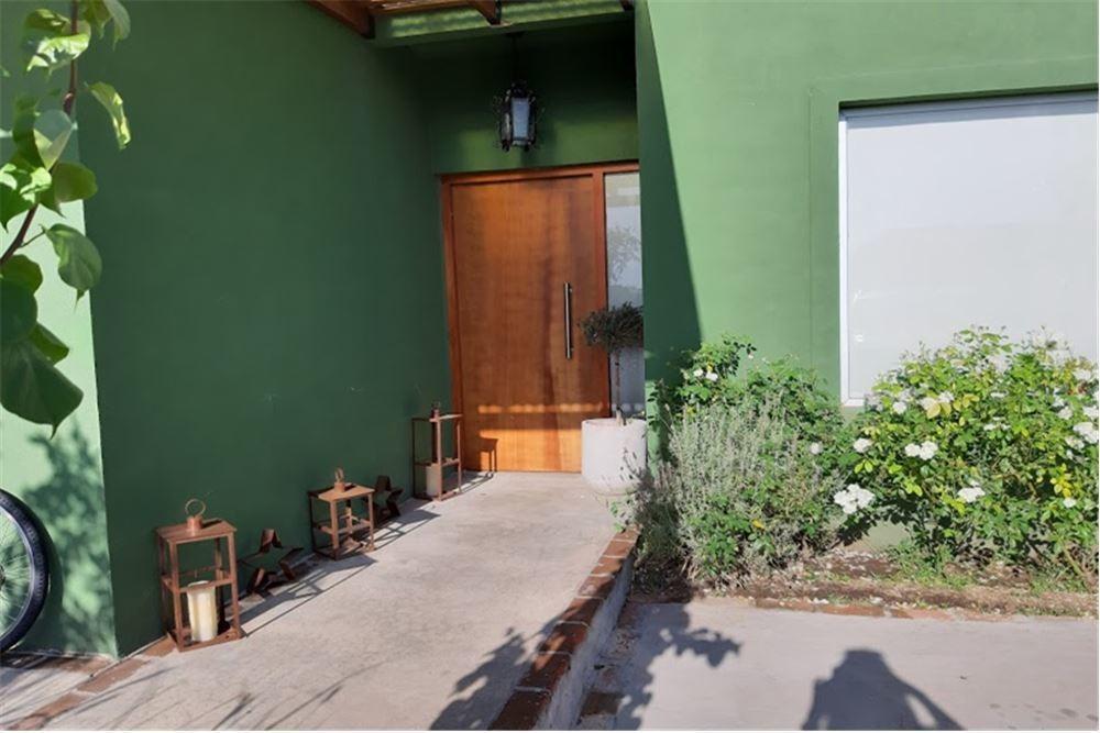 hermosa casa en el barrio san rafael, oportunidad!