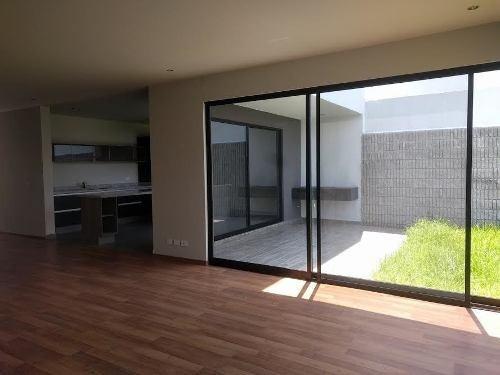 hermosa casa en el refugio, 250 de terreno,estupendos acabados.