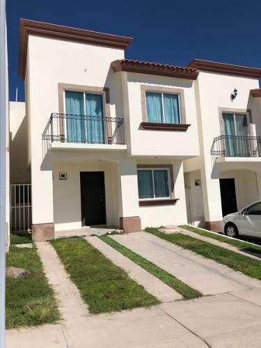 hermosa casa en el refugio, 3 recamaras, 2.5 baños, casa club, alberca, ganala !
