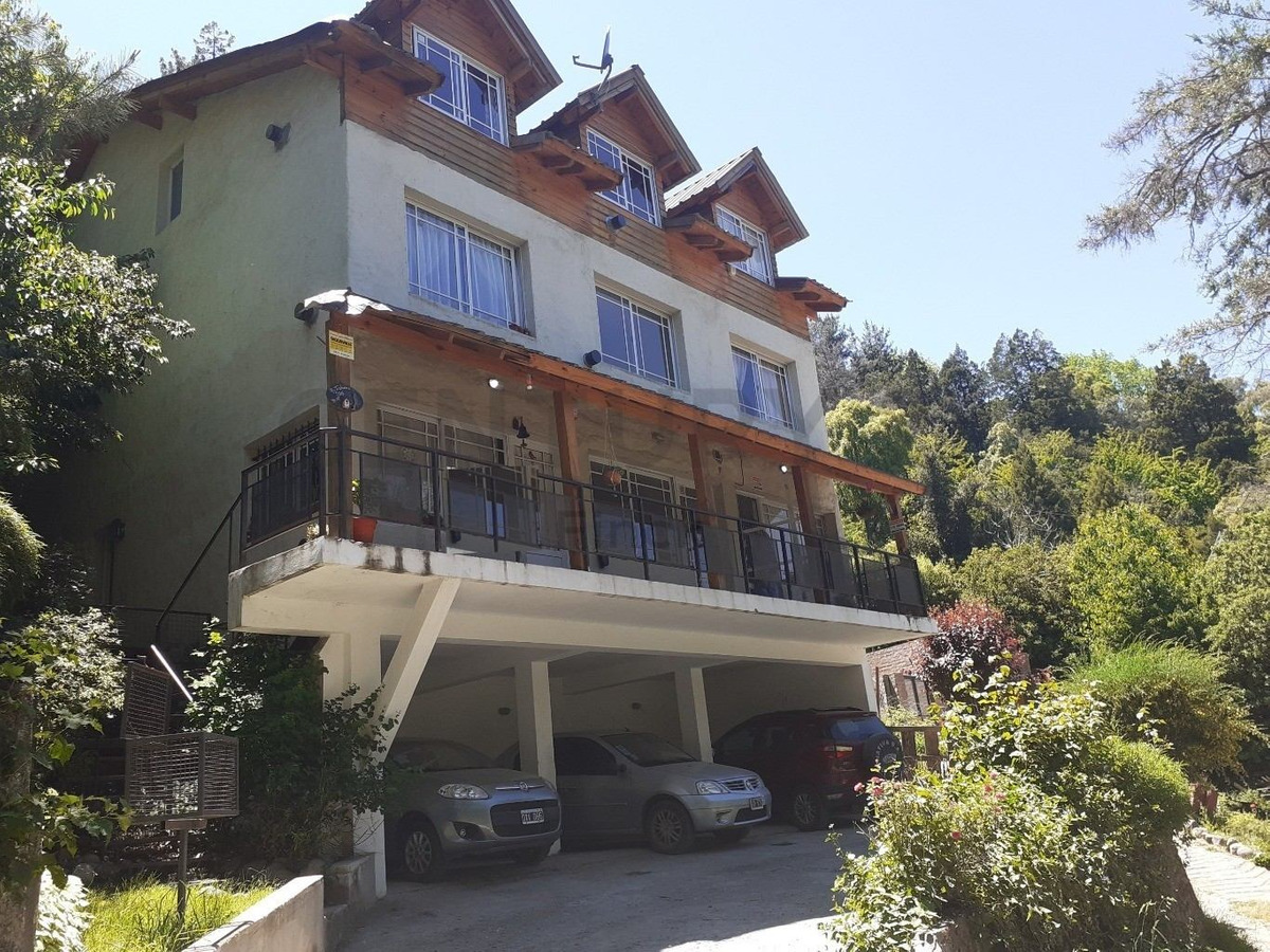 hermosa casa en entorno de naturaleza, con 5 ambientes con todos los servicios !