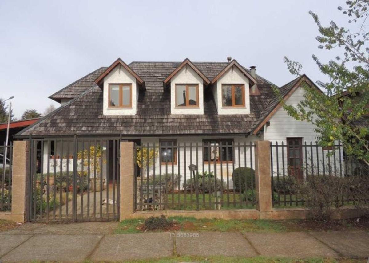 hermosa casa en exclusivo barrio residen