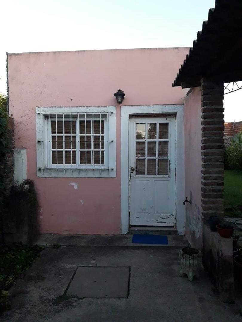 hermosa casa  en lujan centro!****