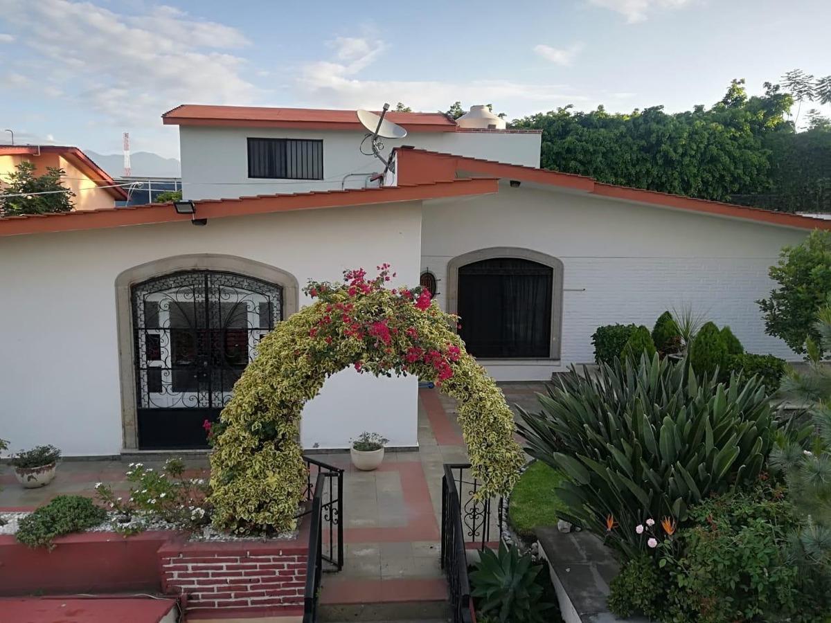 hermosa casa en palmira con espectacular jardín y alberca