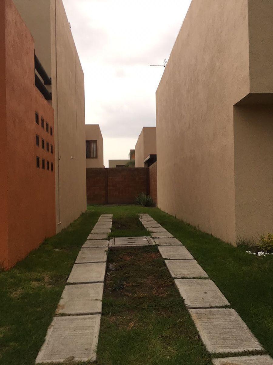 hermosa casa en puerta real, 3 habitaciones, jardín, 2.5 baños, esquina, lujo!