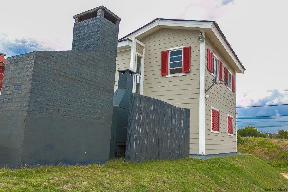 hermosa casa en punta del diablo con amplia vista al mar